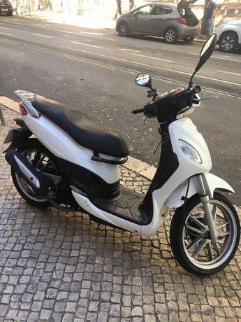 Scooter 125cc em ótimas condições