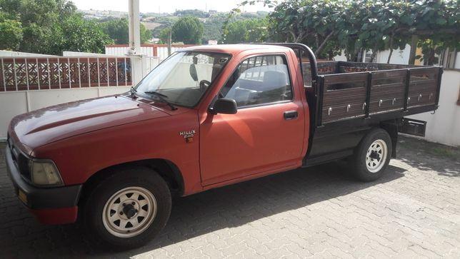 Vendo Toyota Hillux 2.4D