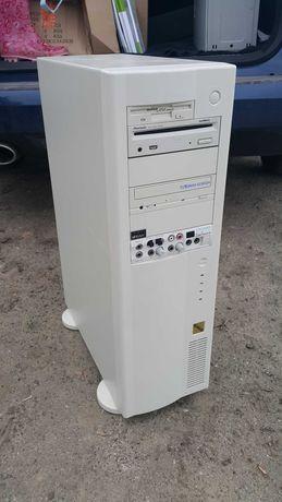 Komputer stacjonarny - bogato wyposażony