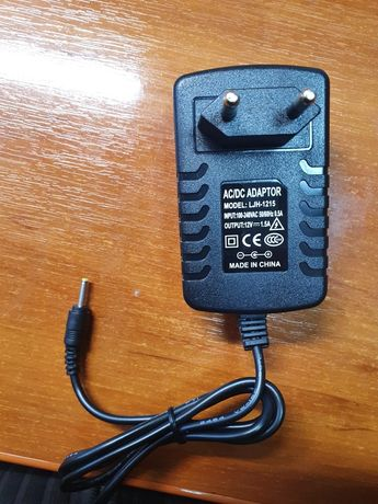 Адаптер питания переменного тока 220-12 вольт 1.5А