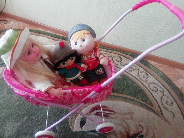 Коляска с куклами
