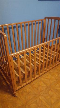 Детская кровать-натуральное дерево.