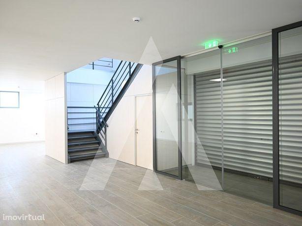 Pavilhão novo, destinado a armazenagem e indústria;
