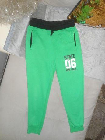 Spodnie dresowe Reserved rozm. 146