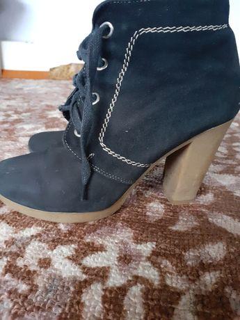 Деми ботинки на устойчивом каблуке