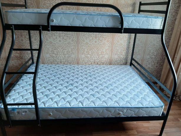 кровать двухърусная трехспальная