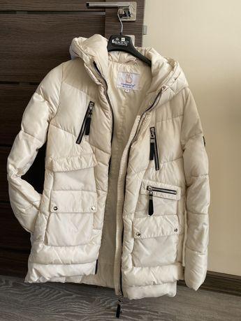 Куртка молочного кольору