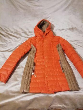 Продам демисезонную женскую куртку.