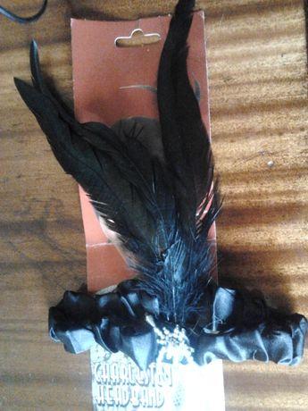 Повязка - резинка с перьями