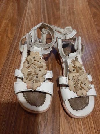 Босоножки , сандали