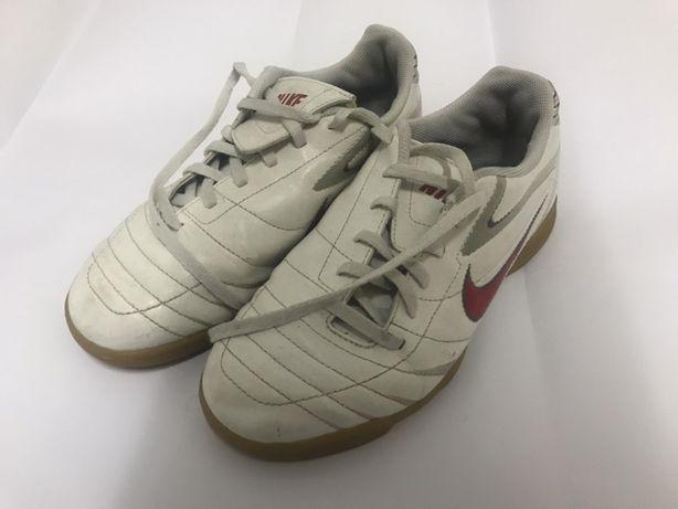Кроссовки, бампы, футзалки Nike