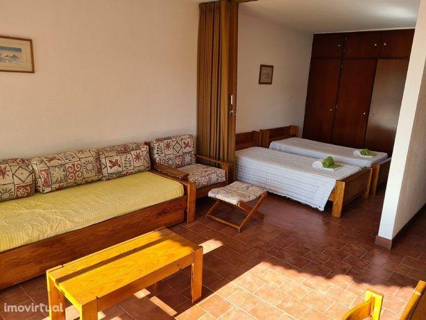 Apartamento T0 Localizado no edifício Três Castelos Perto...
