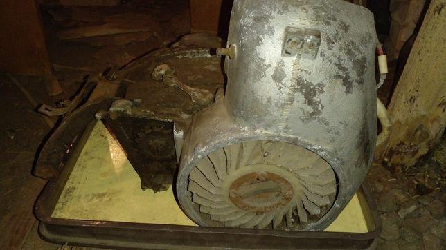 Двигатель от моторолера тулица,и запчасти.