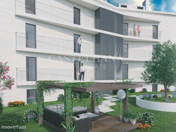 Apartamento T2 com estacionamento no Areeiro