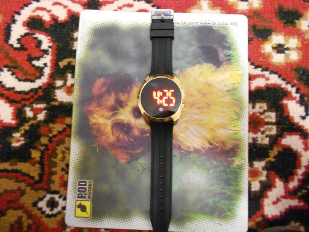 LED -Часы Чёрно-золотые