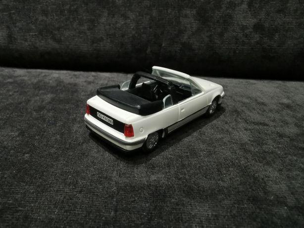 Opel Kadett GSI cabrio 1:43 GAMA, do kolekcji lub na prezent