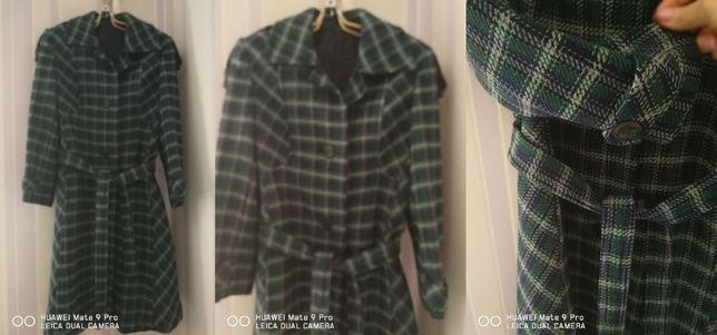 Продается пальто для девочки недорого