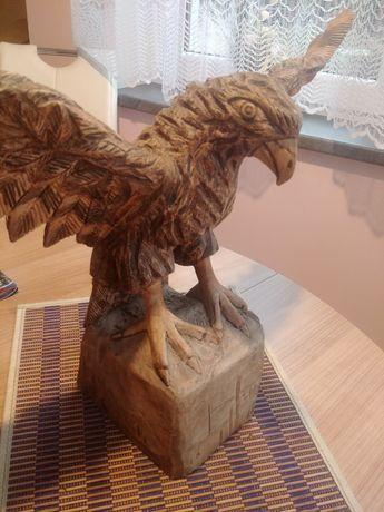 Rzeźbiony ręcznie orzeł reczna szczegółowa praca