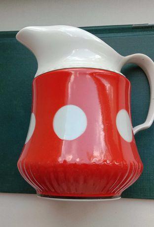 Кувшин красный в белый горох, молочник. Объем 1.1 л. Посуда СССР 1975г