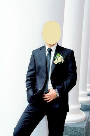 """Костюм,рубашка, галстук -торговой марки """"Vaisman""""."""