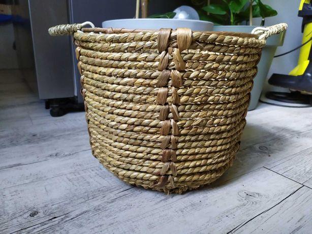 Duży koszyk z trawy morskiej, osłonka na kwiatek