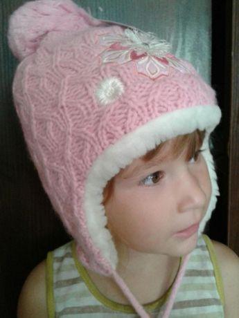 Зимняя тёплая шапка для девочки новая от 3-х до 6- ти лет.