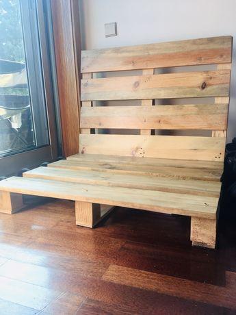 Cadeira sofá feita de paletes