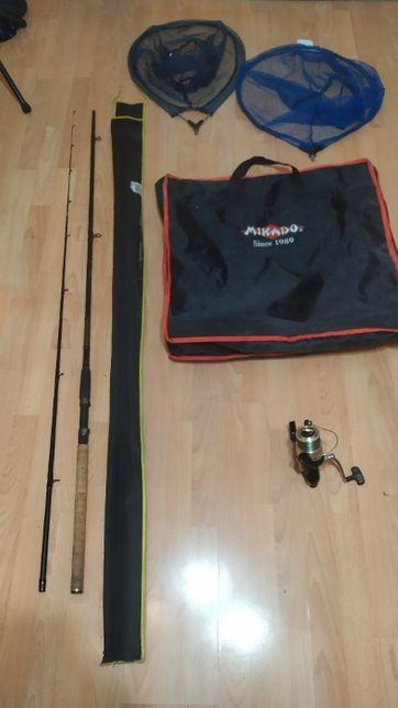 Sprzęt wędkarski (torba wędka kołowrotek 2x kosz do podbieraka)
