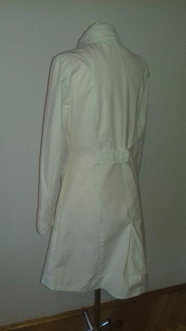 biały płaszczyk r. M