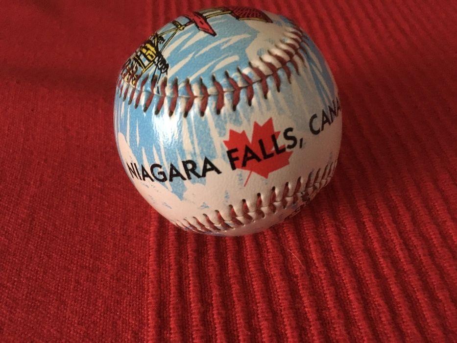Бейсбольный мяч. Коллекционный. Черновцы - изображение 1