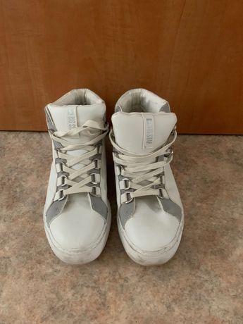Кроссовки белые, серебряные