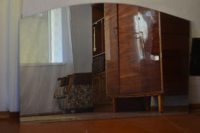 Зеркало 1,5×1 м.