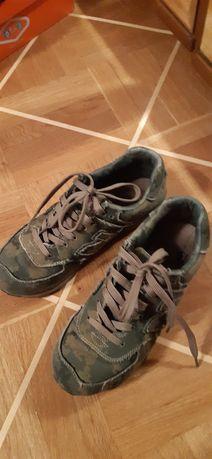 Кросівки на хлопчика р.39