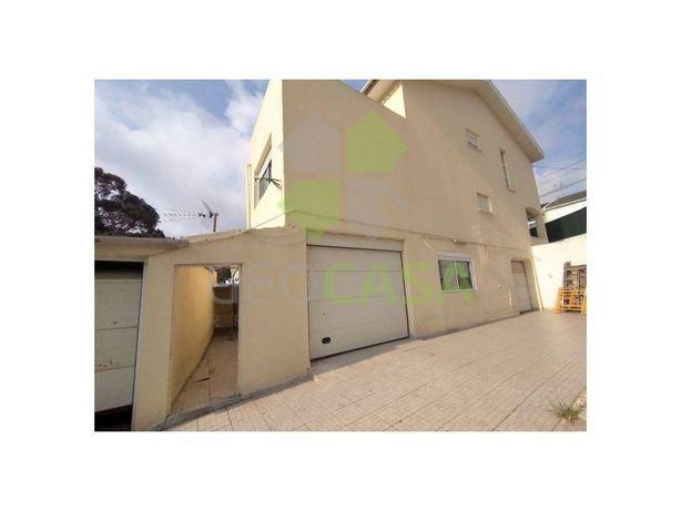Moradia T4 com garagem em Talaíde