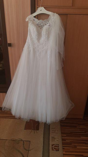 Sprzedam używaną suknię ślubną rozm.42