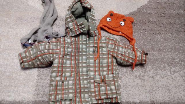 Kurtka zimowa w rozmiarze 74, czapka i szalik