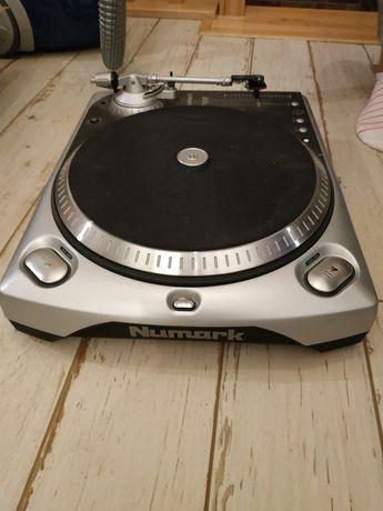 Gramofon numark wraz z przed wzmacniaczem