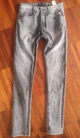 Spodnie slim fit Reserved rozmiar  28