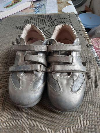 Спортивні туфлі сірі