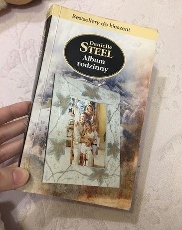 Książka kieszonkowe wydanie Danielle Steel Album rodzinny