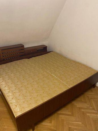 Łóżko dwuosobowe z dwoma materacami