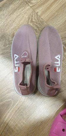 Продам летние кросики  р 35
