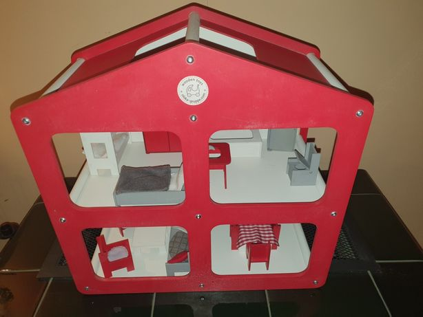 Drewniany domek dla lalek. Wooden toys