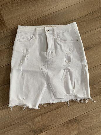 Biała jenasowa spodnica roz. S