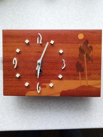 Часы механические настенные маяк