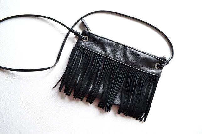 Черная сумка клатч с бахромой
