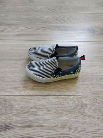 Buty tenisówki r 24