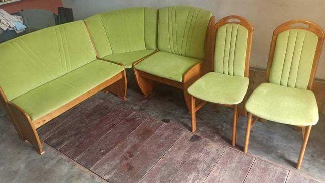 Rogówka kuchenna z krzesłami