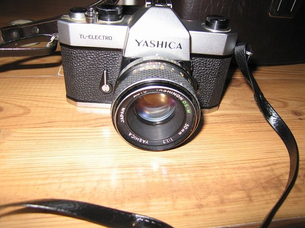Aparat fotograficzny Yashica z osprzętem