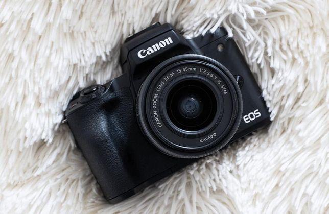 Фотоаппарат Canon EOS M50 Kit 15-45 IS STM еще на гарантии